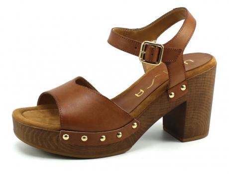 Op Penny Blossoms (fashionbabes vinden hier de beste online shops) is alles over accessoires te vinden: waaronder schoenen en specifiek Unisa Taco_Ran Bruin UNI61 van de online shop Stoute Schoenen
